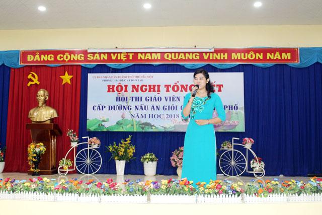 Bà Nguyễn Thị Ngọc Hân - Chuyên viên bậc Mầm non khai mạc chương trình Hội nghị